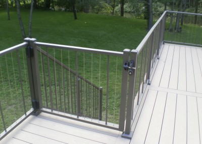 Aluminum cable railing with gate